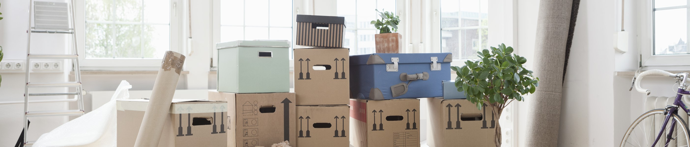 Pile of boxes in empty apartment [668769355]-4