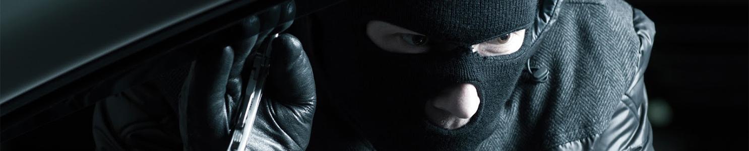 Car Robber at night [512160990]