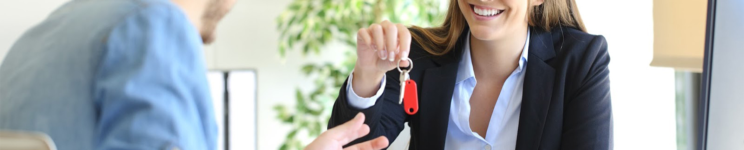 Real estate agent giving house keys to a customer [638882668]