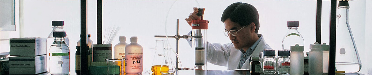 Scientist working with chemistry equipment dv321024
